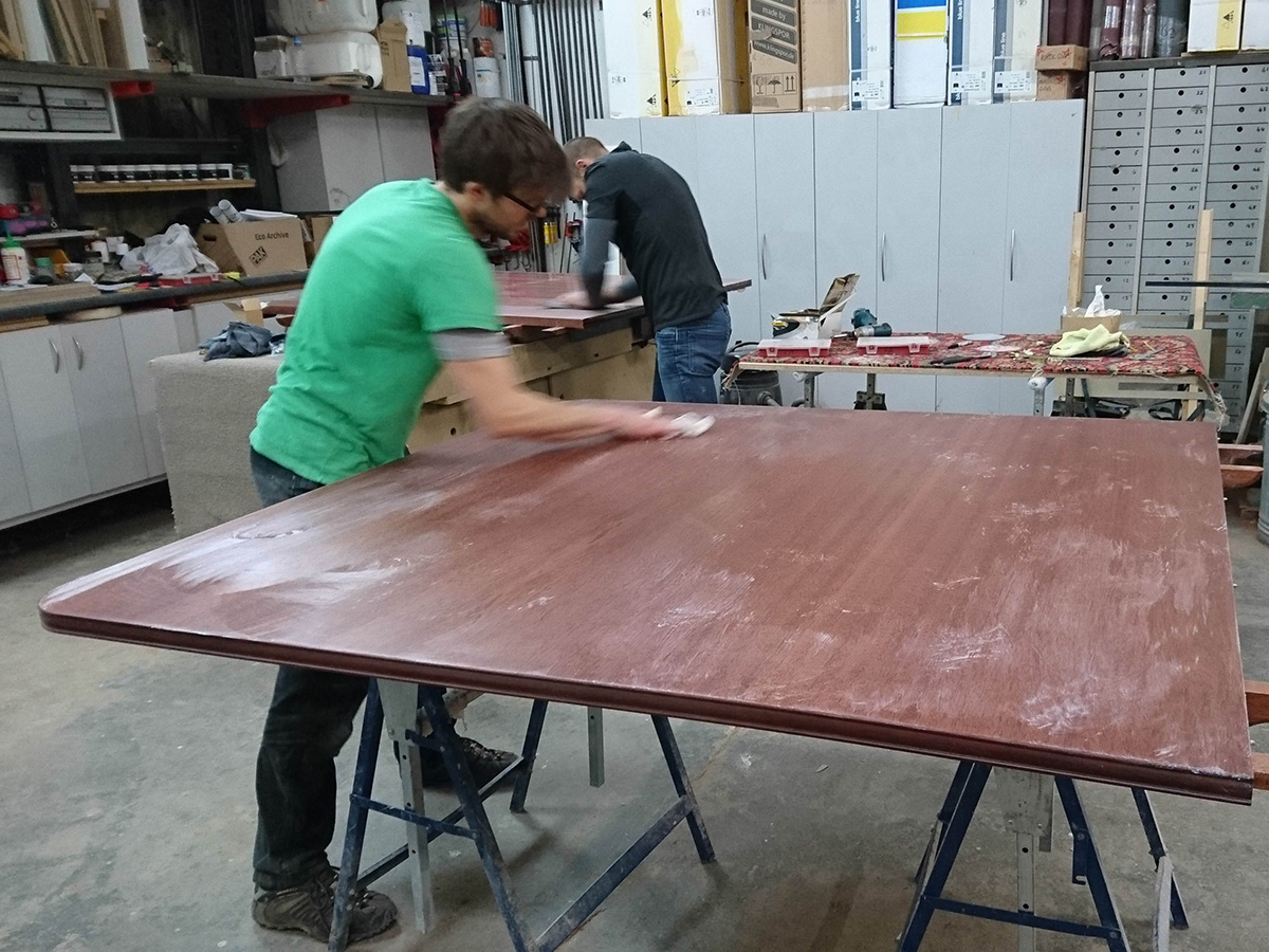 Sanding and finishing of table top