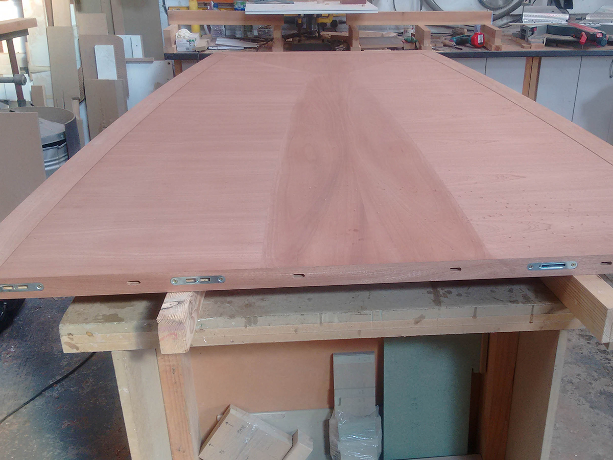 Making of bespoke table top