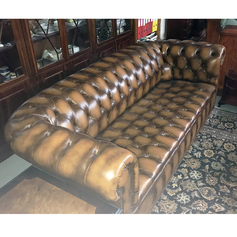 inadam furniture 3 seater chesterfield sofa from our showroom clearance. Black Bedroom Furniture Sets. Home Design Ideas