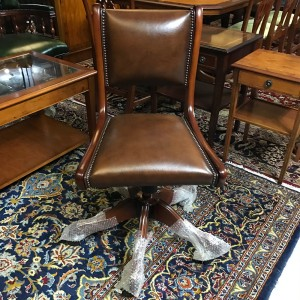 Regency Swivel Chair Chesnut